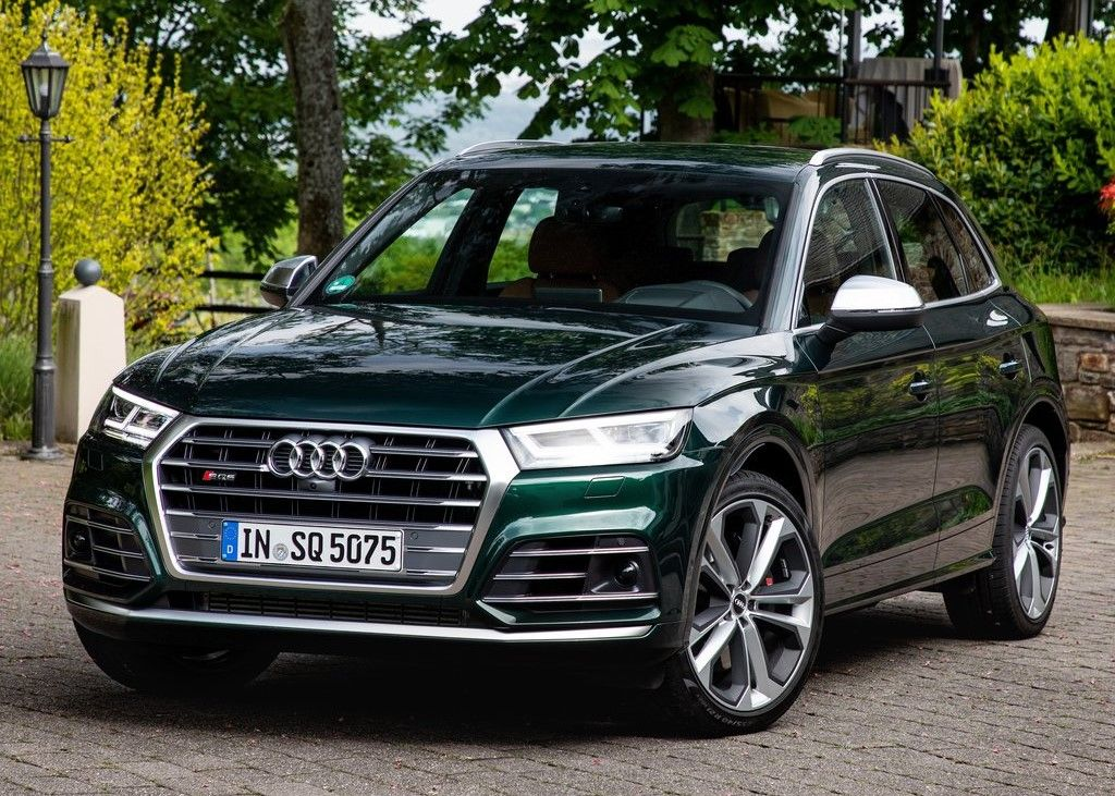 2020 Audi SQ5 front view
