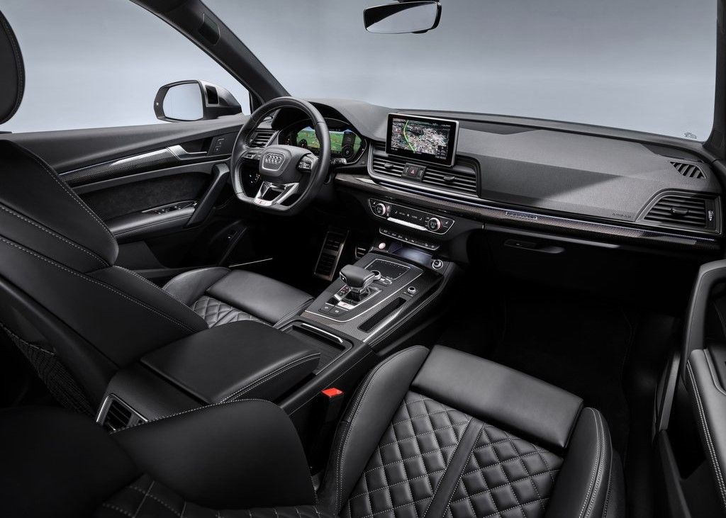 Front Seats of the Audi SQ5