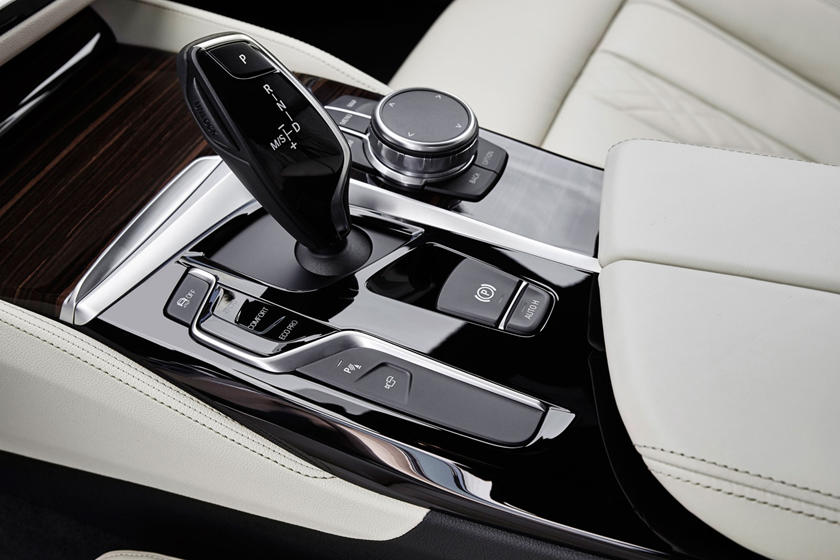 2020 BMW 5 series center console