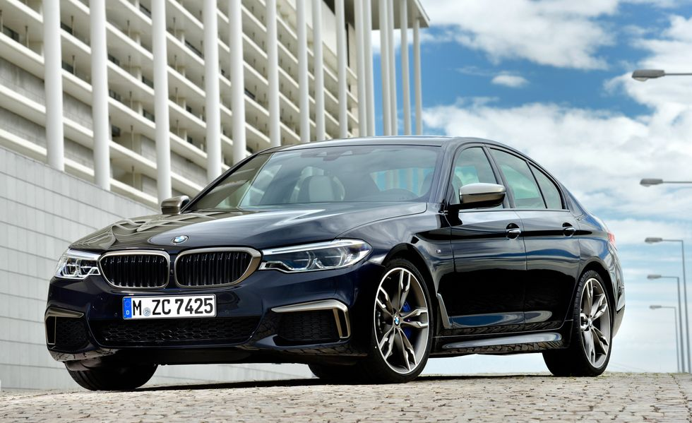 2018 BMW M550i front angle view