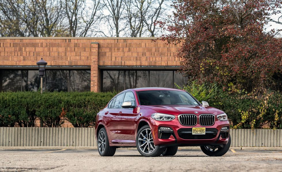 2021 BMW X4 front third quarter view