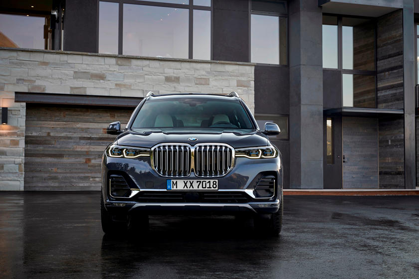 2021 BMW X7 Front View