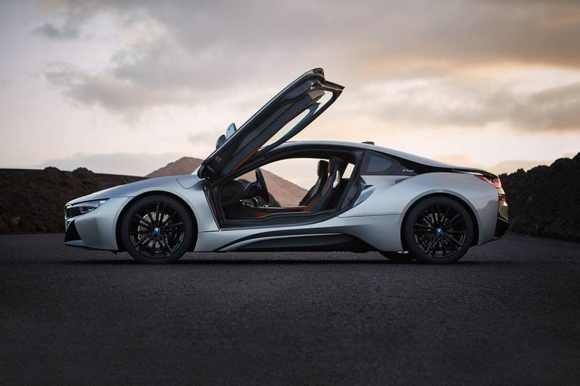 2020 BMW i8 Coupe Side View