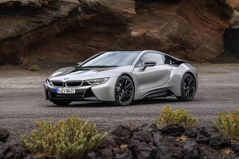 2020 BMW i8 plug-in-hybrid Coupe Front View