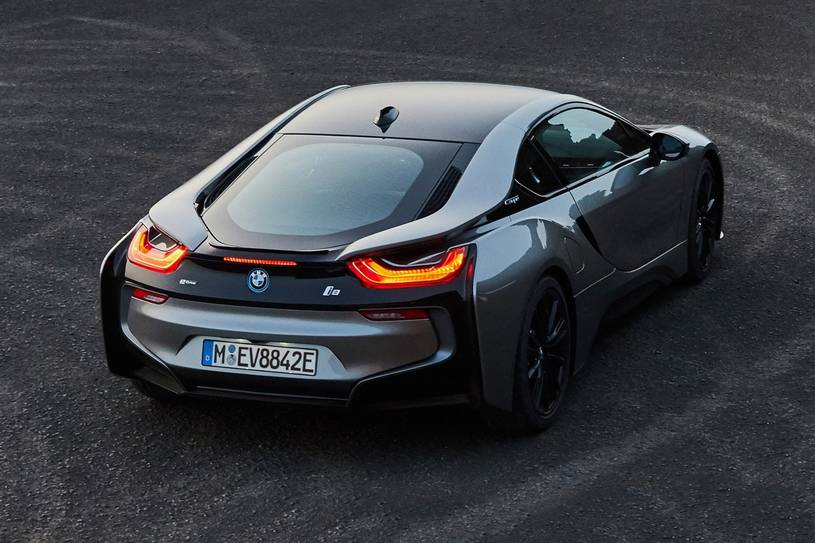 2020 BMW i8 plug-in-hybrid Coupe Rear View