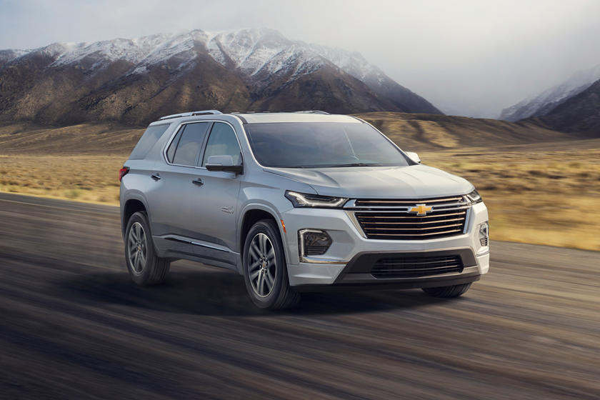 2021 Chevrolet Traverse SUV Front 3 Quarter View