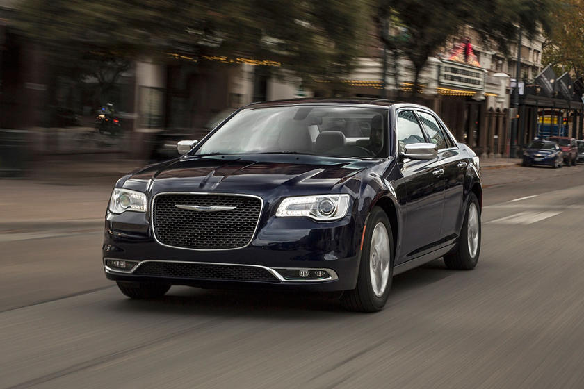 2020 Chrysler 300 Sedan Front Right View
