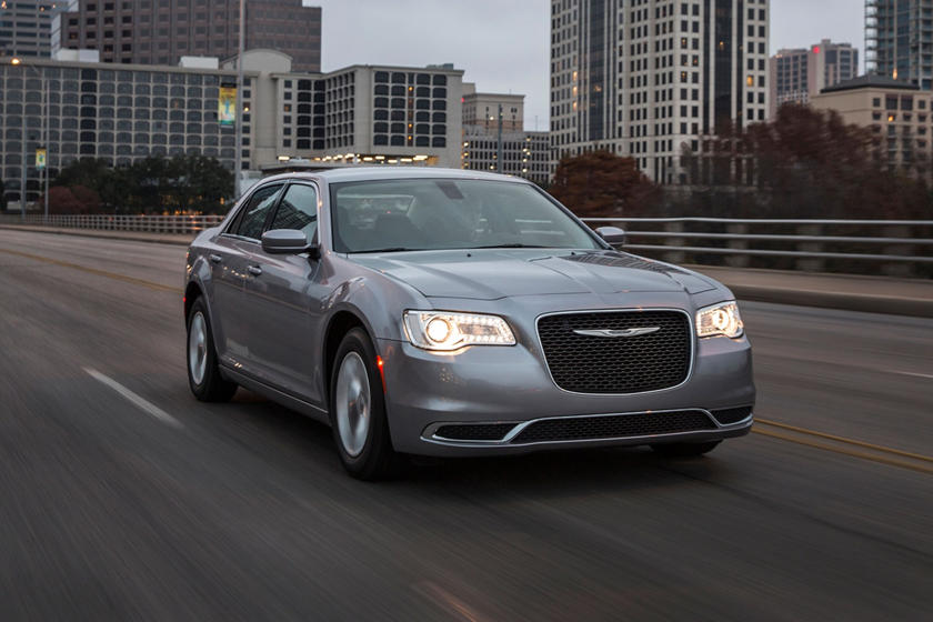2021 Chrysler 300 Sedan Front View