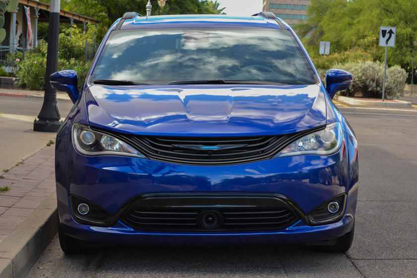 2019 Chrysler Pacifica hybrid Minivan Front View