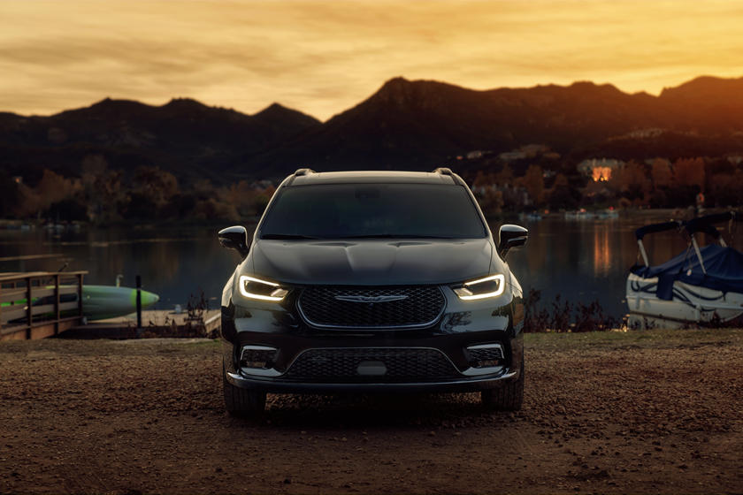 2021 Chrysler Pacifica Front View