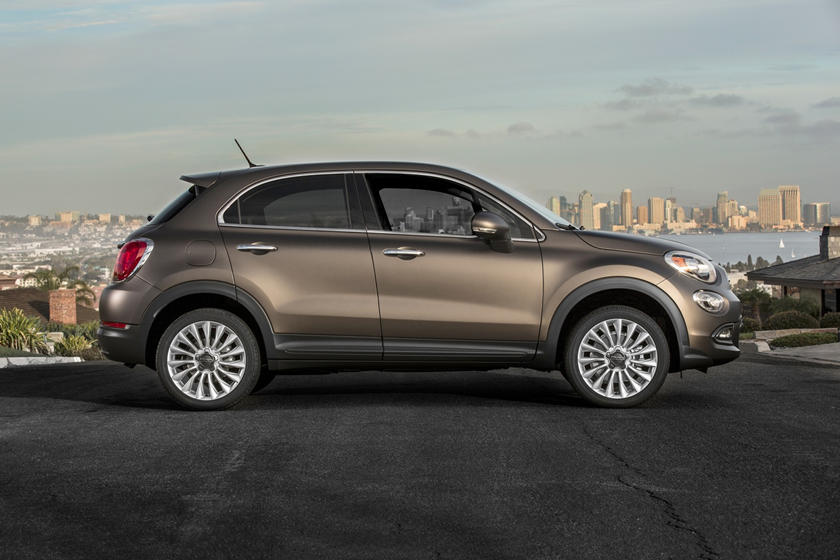 The 2020 Fiat 500X SUV Side View
