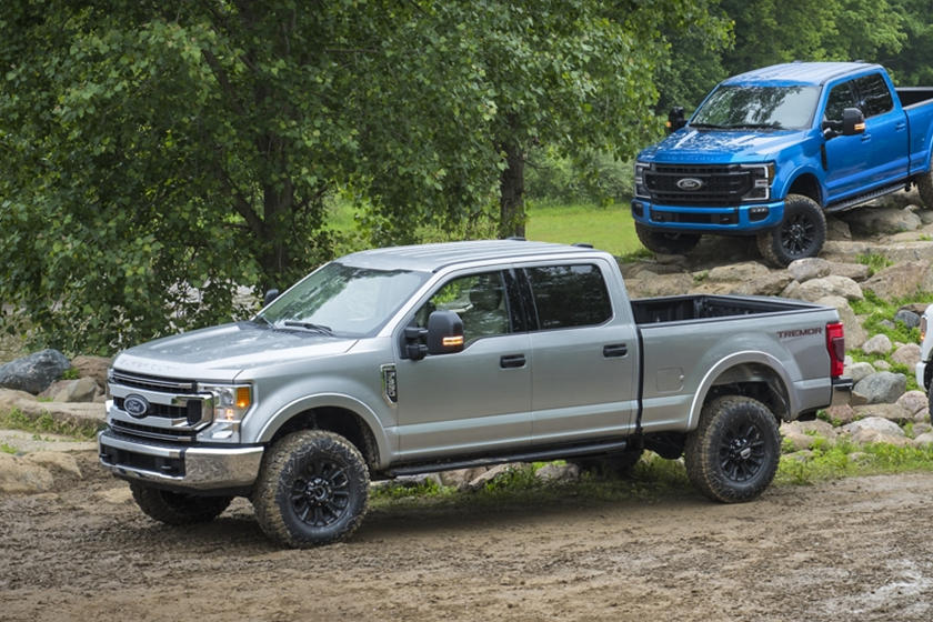 2021 Ford F-350 SuperDuty diesel SuperCab front third quarter view