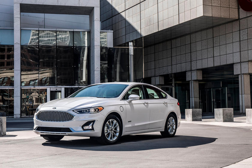 2020 Ford Fusion hybrid Sedan 3rd Quarter View
