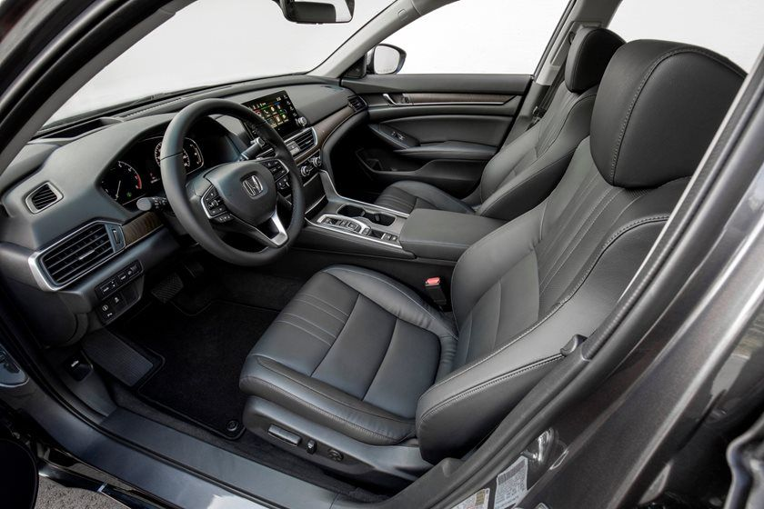 2020 Honda Accord Sedan front seats volume