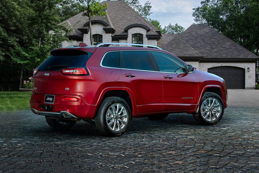 2020 Jeep Cherokee SUV Rear View