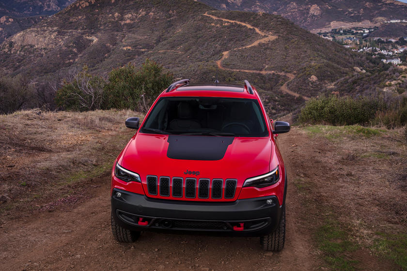 2021 Jeep Cherokee front view