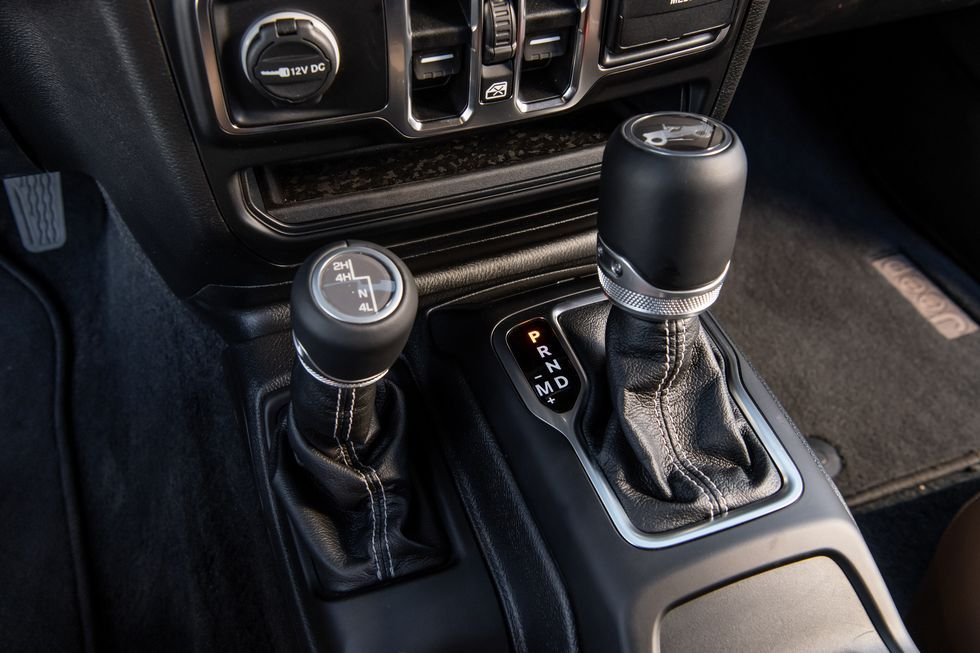 2020 Jeep Wrangler center console