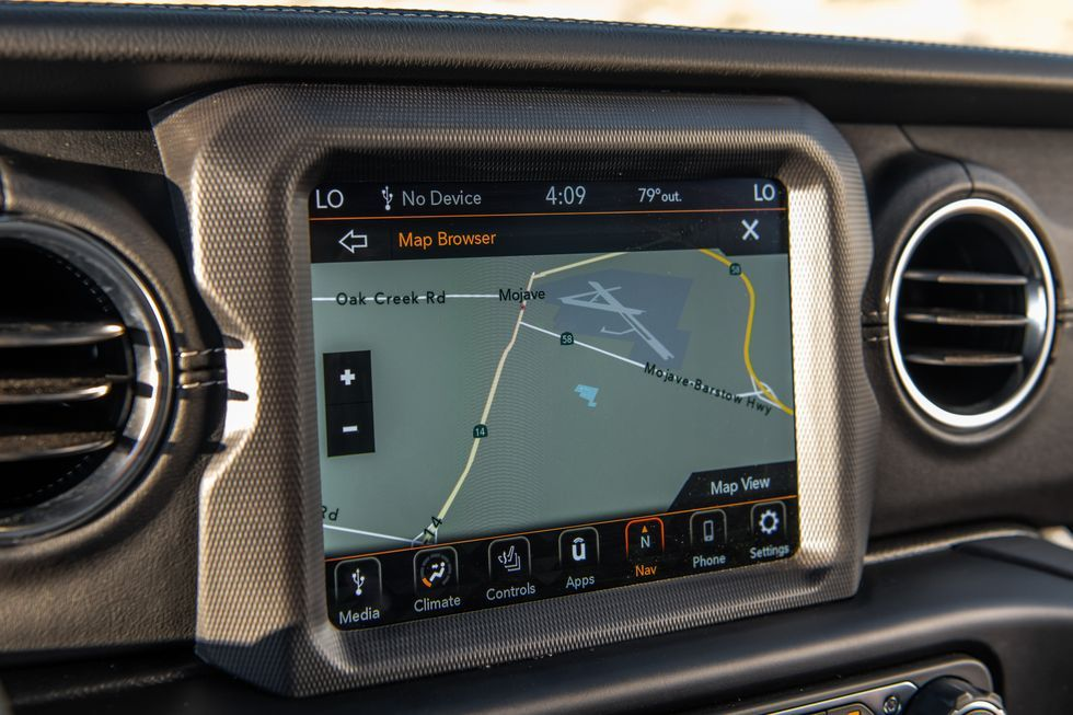 2020 Jeep Wrangler infotainment display