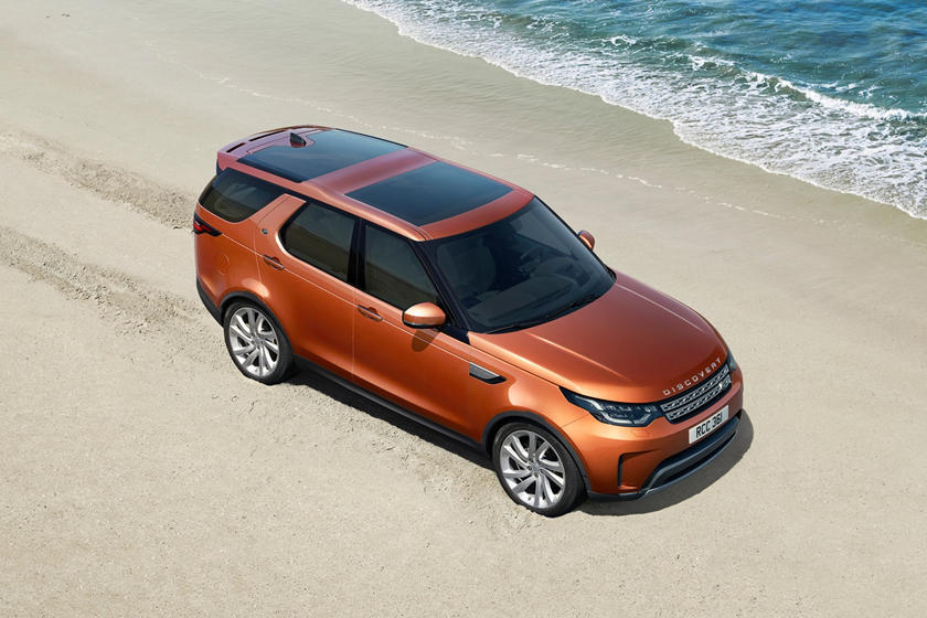 2020 Land Rover Discovery SUV 3rd Quarter View