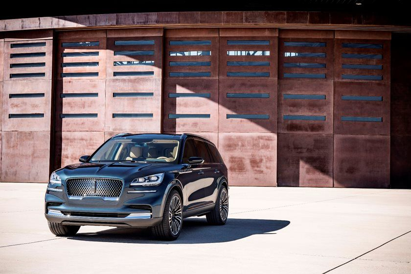 2020 Lincoln Aviator SUV Front View