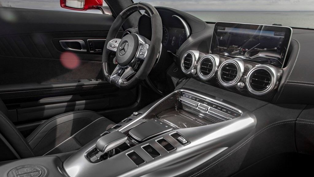 2020 Mercedes-Benz AMG GT C Convertible Dashboard and Front seats