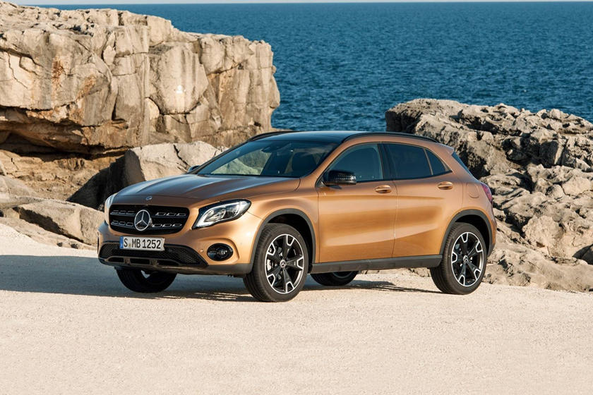 2020 Mercedes-Benz GLA-Class SUV Front View