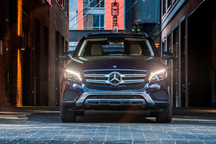 2021 Mercedes-Benz GLC 350e plug-in-hybrid SUV front view