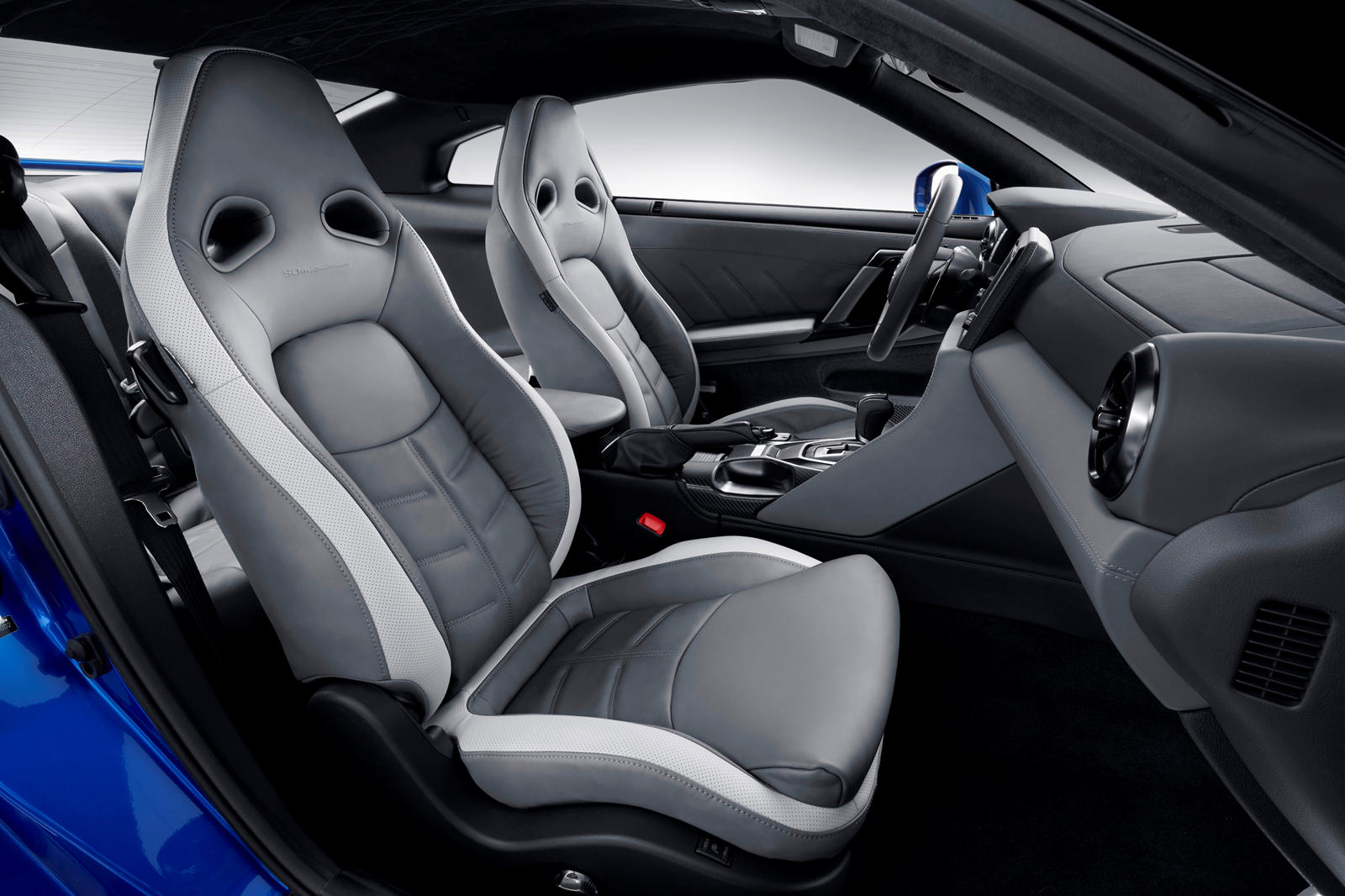 Nissan GT-R coupe seats