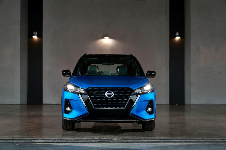 2021 Nissan kicks crossover front view