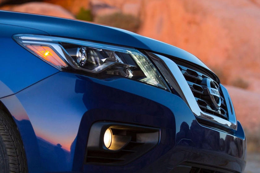 2020 Nissan Pathfinder SUV headlight