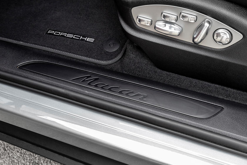 2020 Porsche Macan SUV Badge
