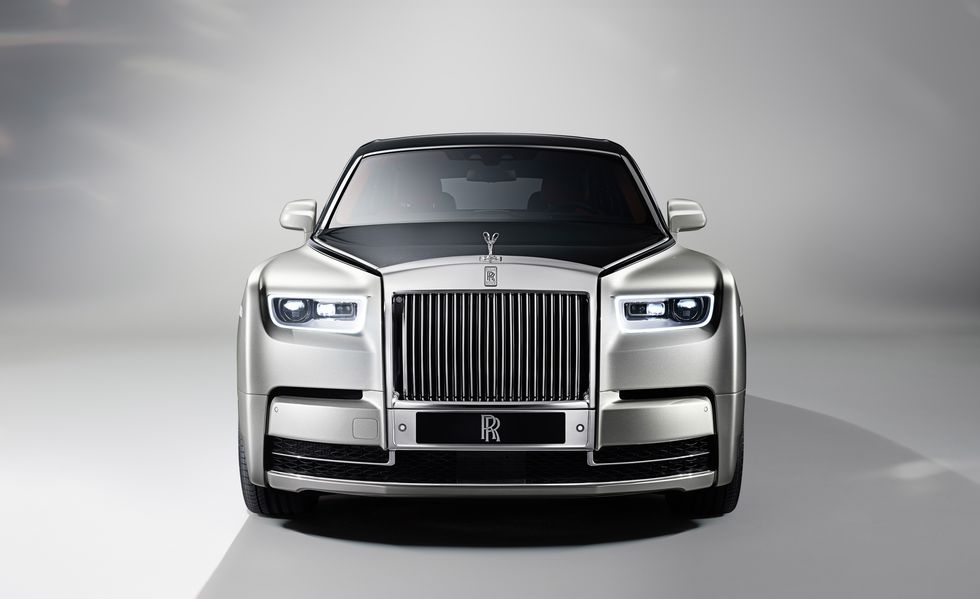 2018 Rolls-Royce Phantom front view