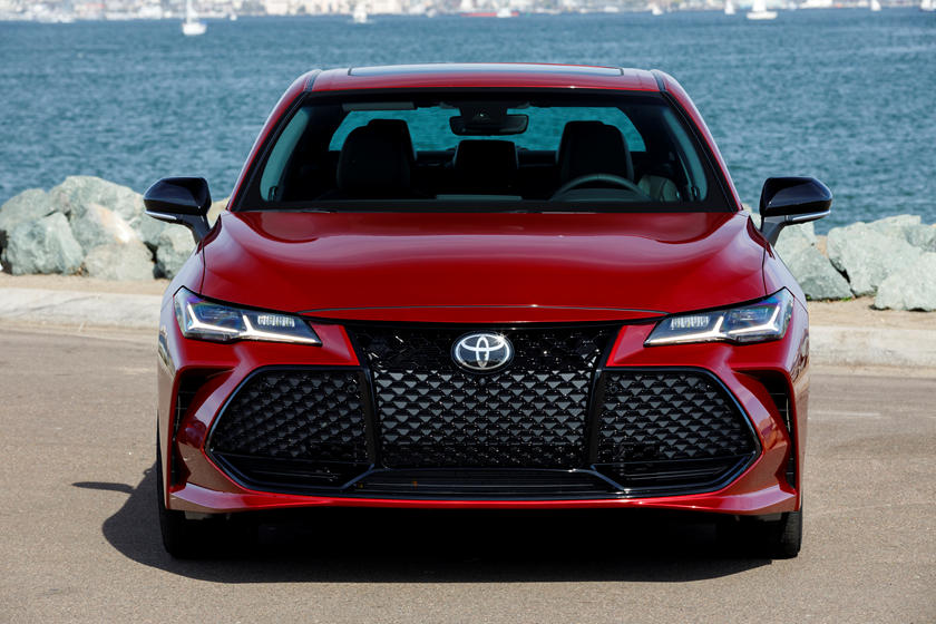 2021 Toyota Avalon Sedan Front View