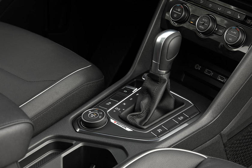 2020 Volkswagen Tiguan center console