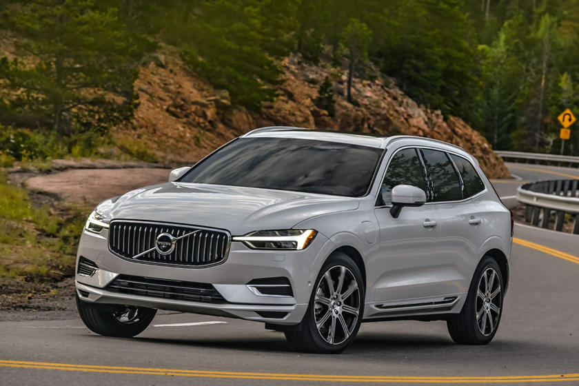 2020 Volvo XC60 plug-in-hybrid SUV Front View