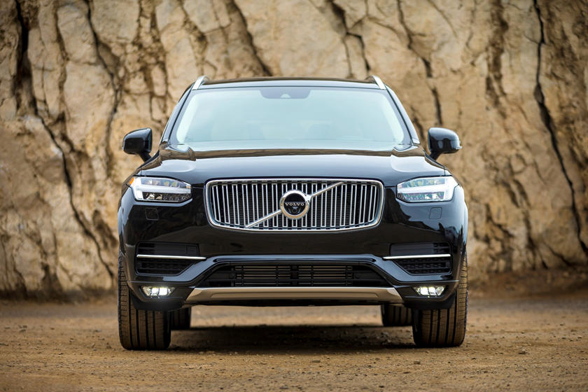 2020 Volvo XC90 plug-in-hybrid SUV Front View