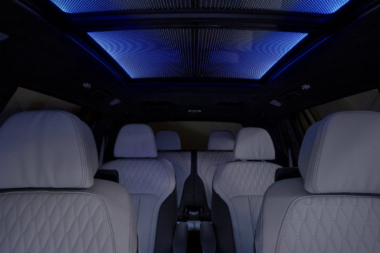 BMW X7 M50i with Panoramic Skylounge LED roof