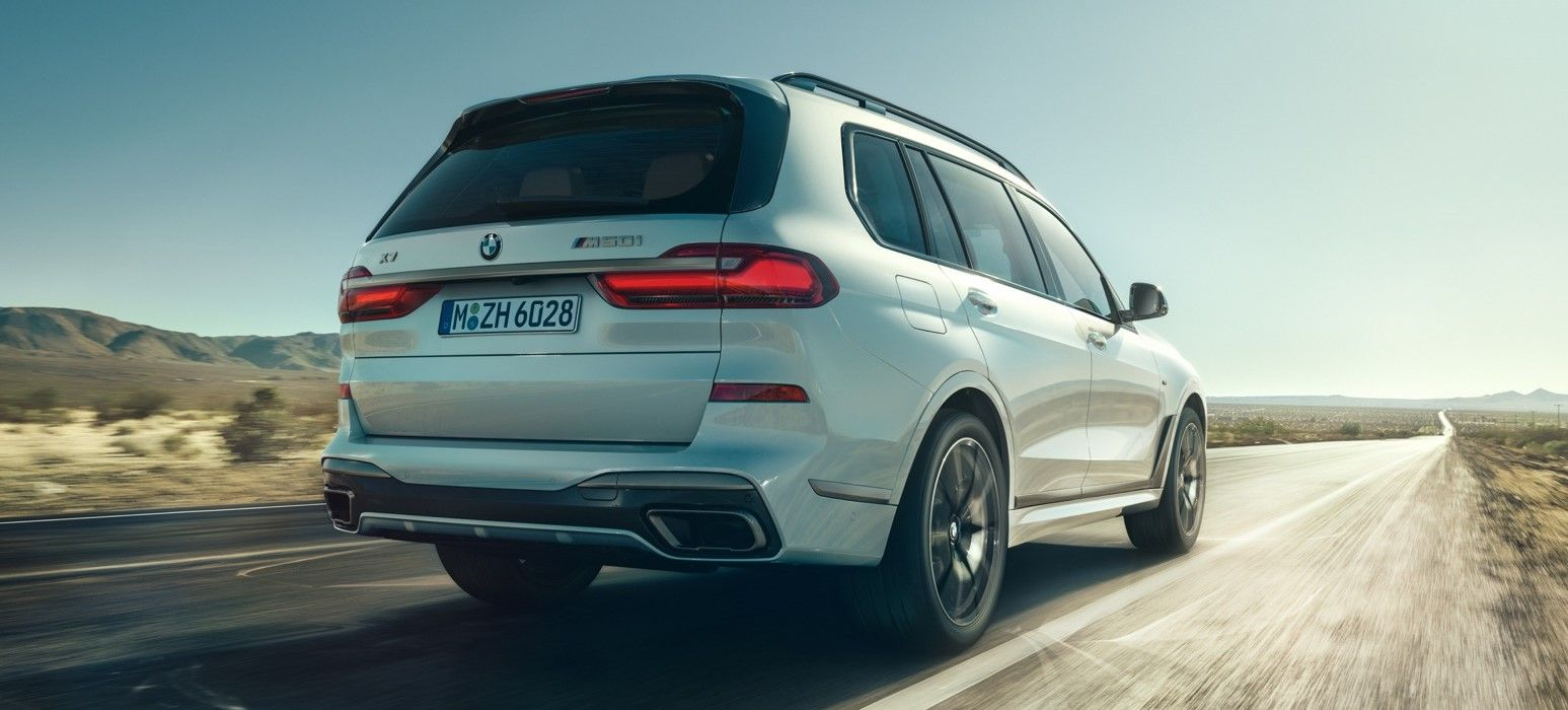 2020 bmw x7 m50i in white color rear view