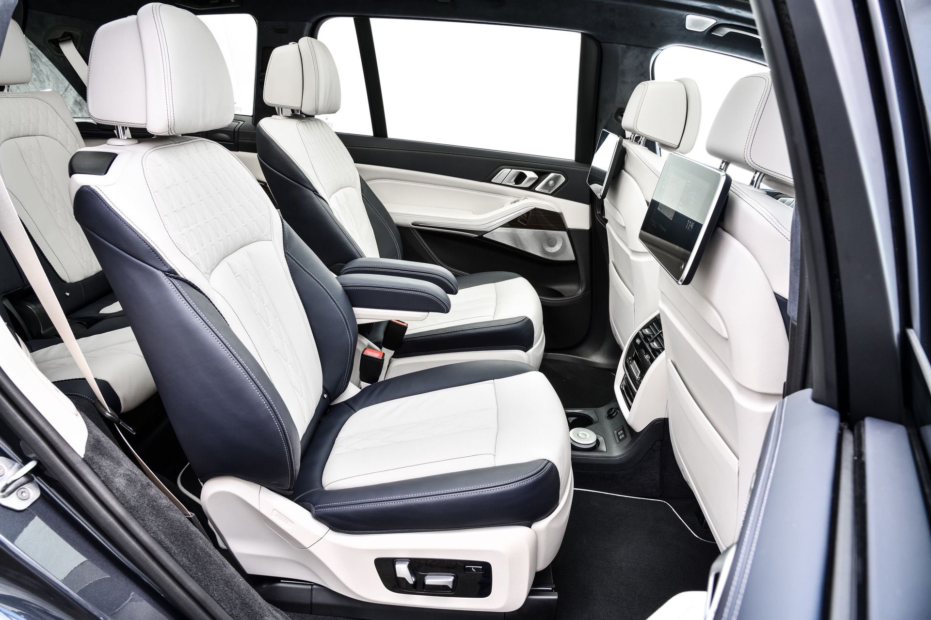 BMW X7 M50i with massaging seats