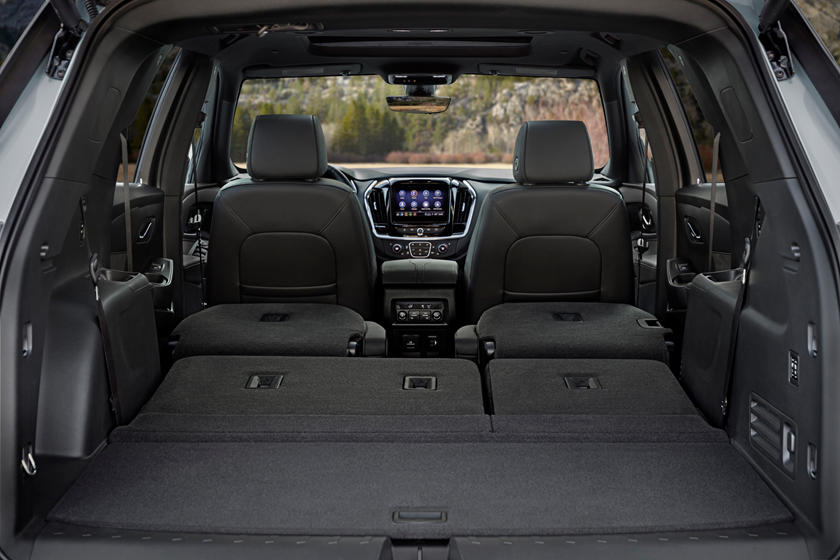 2021 Chevrolet Traverse Interior Review Seating Infotainment Dashboard And Features Carindigo Com