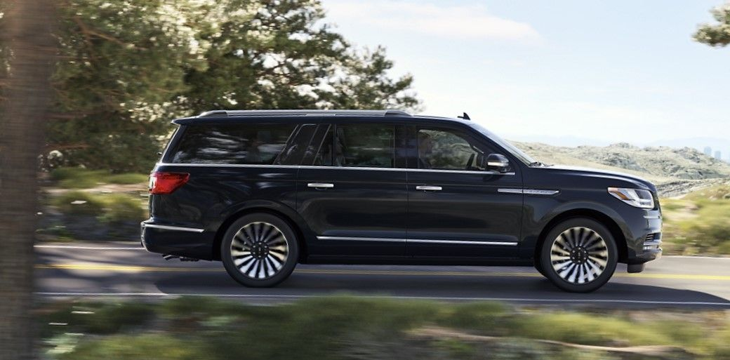 2020 lincoln navigator side view black color