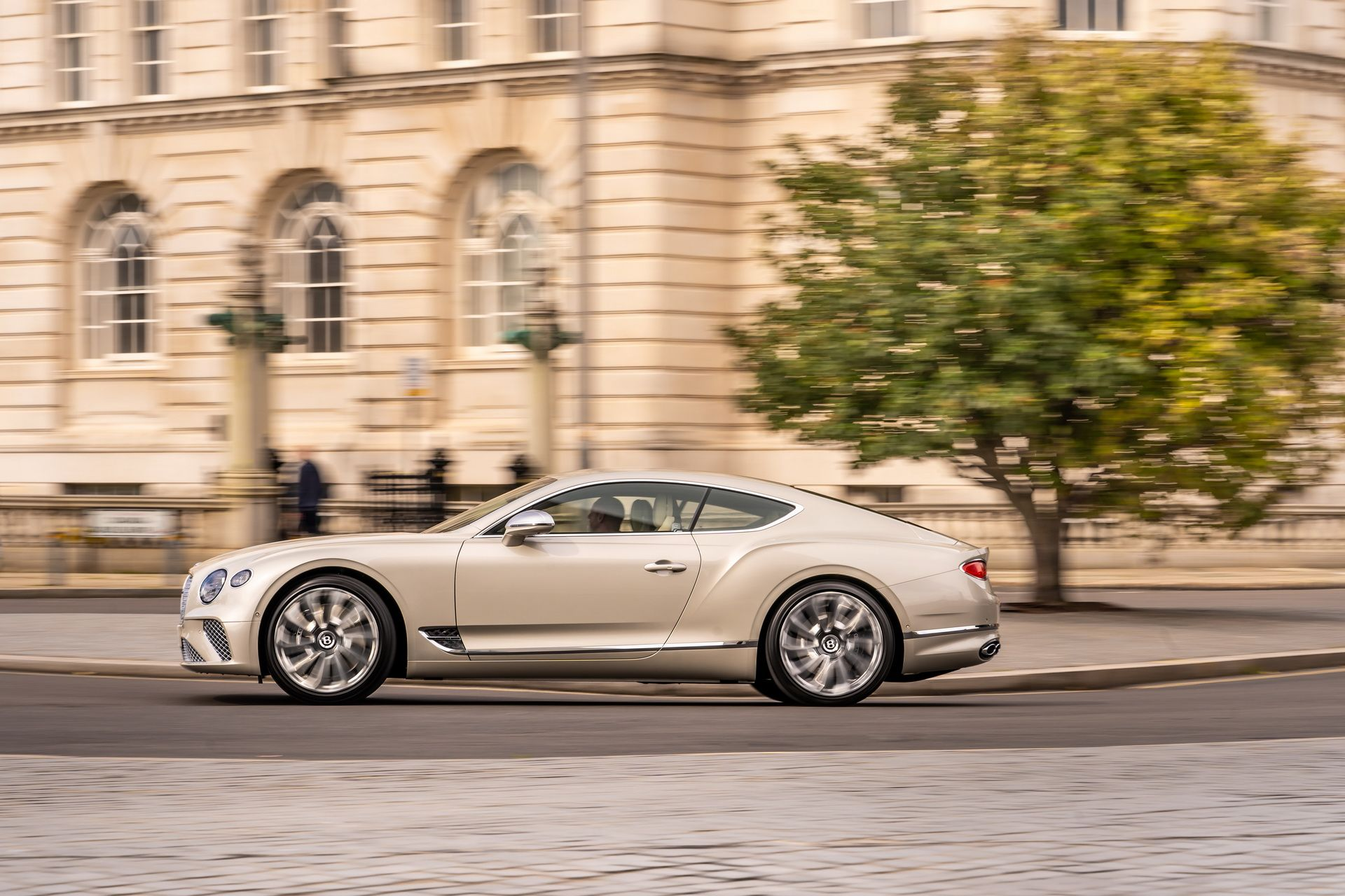 2021 Bentley Continental GT Mulliner Coupe Side View