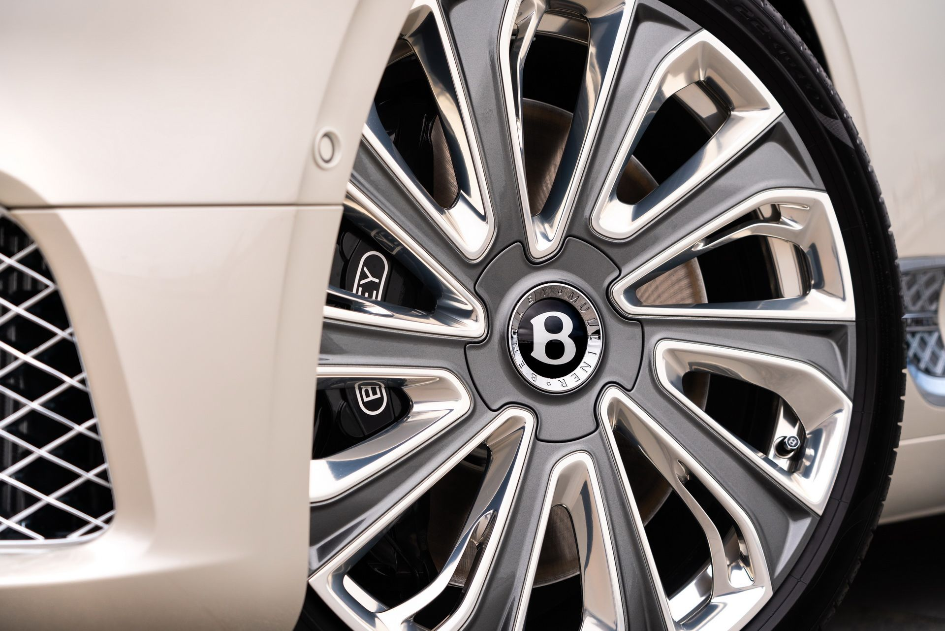 2021 Bentley Continental GT Mulliner Coupe Wheel