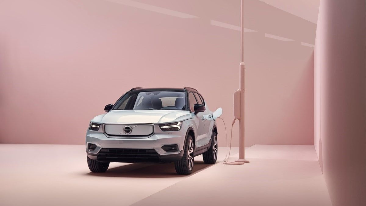 2021 volvo xc40 recharge electric suv review- trims