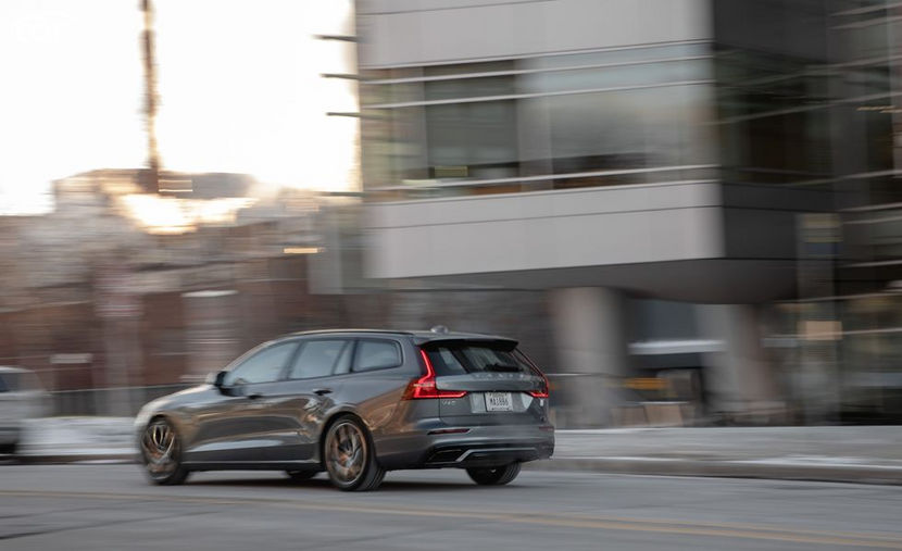 2021 volvo v60 recharge wagon performance and mpg